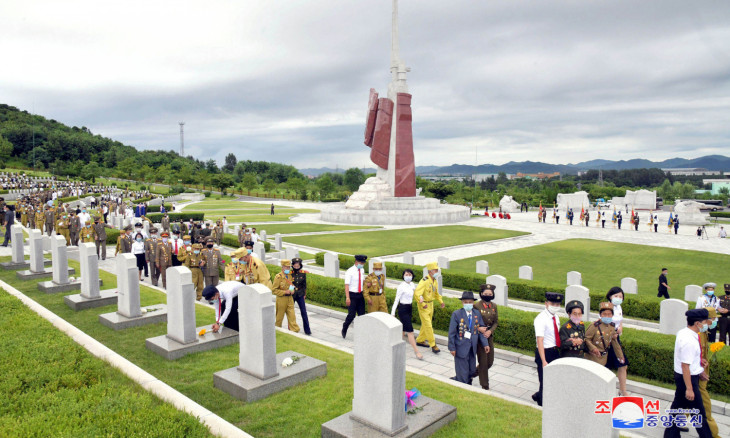 Participants visit the War Martyrs Cemetery to mark the 67th anniversary of the Korean War