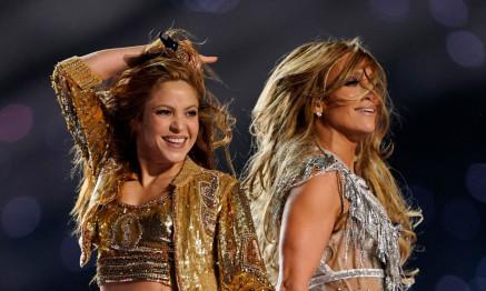 NFL Football - Super Bowl LIV Halftime Show - Kansas City Chiefs v San Francisco 49ers - Hard Rock Stadium, Miami, Florida, U.S. - February 2, 2020 Jennifer Lopez and Shakira perform during the halftime show REUTERS/Mike Blake