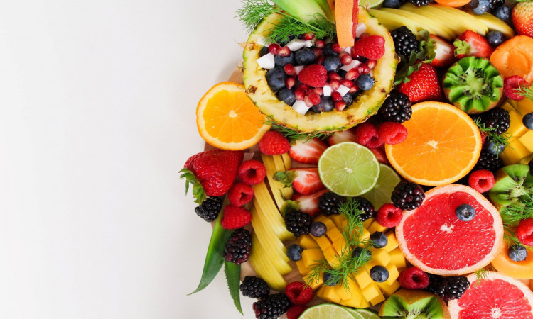 Assorted slices of fruits.