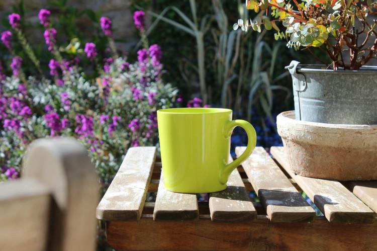 green mug, coffee