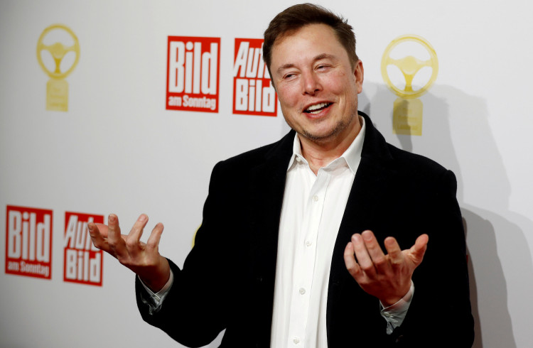 """FILE PHOTO: Tesla CEO Elon Musk arrives on the red carpet for the automobile awards """"Das Goldene Lenkrad"""" (The golden steering wheel) given by a German newspaper in Berlin, Germany, November 12, 2019"""