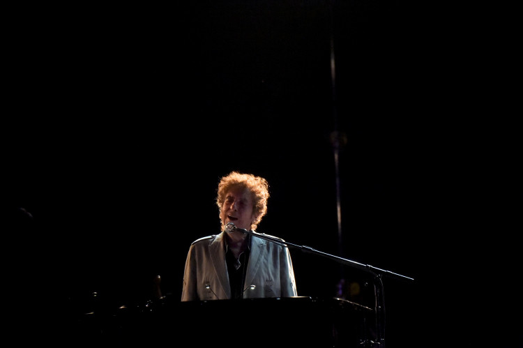 FILE PHOTO: Bob Dylan performs during the Firefly Music Festival in Dover, Delaware, U.S. June 17, 2017. Picture taken June 17, 2017