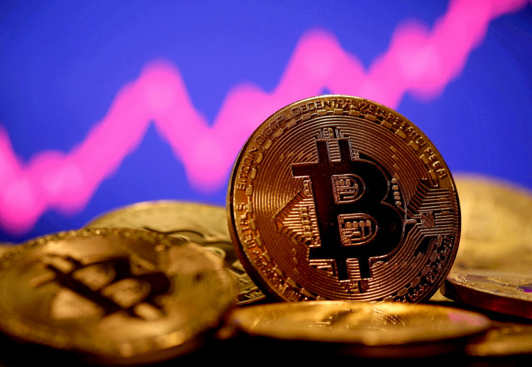 Bitcoin climbs to highest in nearly two weeks