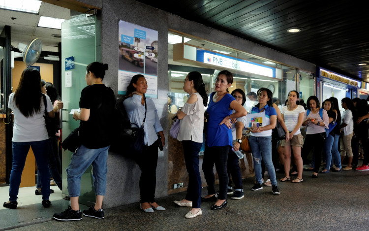 Domestic helpers line up for remittance services